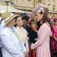 Kate Middleton lors de la deuxième garden party à Buckingham Palace, le 29 mai 2012, dans le cadre des célébrations du jubilé de diamant de la reine Elizabeth II. La duchesse de Cambridge porte la même robe Emilia Wickstead que précédemment pour le déjeuner de la souveraine à Windsor, le 18 mai, et un chapeau Jane Corbett.