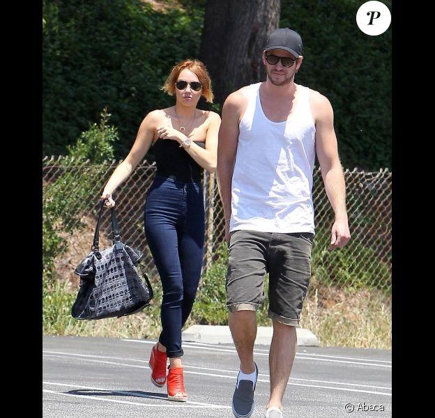 Miley Cyrus avec Liam Hemsworth, le dimanche 13 mai 2012.