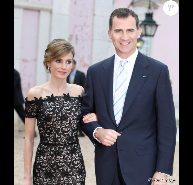Le couple princier Felipe et Letizia d'Espagne lors d'un dîner au palais de Queluz au Portugal le 31 mai 2012
