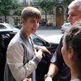 Justin Bieber arrive à l'aéroport de Milan, le samedi 2 juin 2012.