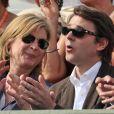 Michèle Laroque et François Baroin dans les tribunes du court Suzanne-Lenglen, à Roland-Garros, le 2 juin 2012.
