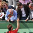 Michèle Laroque et François Baroin félicitent Richard Gasquet après son match sur le court Suzanne-Lenglen, à Roland-Garros, le 2 juin 2012.