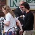 Ned Rocknroll rend visite à Kate Winslet sur le tournage de  Labor Day , à Shelburne, Massachusett, le 7 juin 2012.