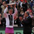 L'Italienne Sara Errani a proposé une vaillante défense, mais cela n'a pas suffi face à une Sharapova surdéterminée.   Maria Sharapova a remporté samedi 9 juin 2012 Roland-Garros pour la première fois de sa carrière, aux dépens de l'Italienne Sara Errani. La Russe devient seulement la 6e joueuse de l'ère Open à s'être imposée dans chacun des Majeurs du circuit.
