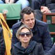 Anne-Sophie Lapix et son mari lors de la finale entre Rafael Nadal et Novak Djokovic à Roland-Garros le 10 juin 2012