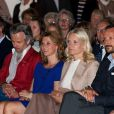 Ari Behn et sa femme la princesse Märtha-Louise, et le prince Haakon et la princesse Mette-Marit ont écouté attentivement la reine Sonja, qui présentait les oeuvres de sa collection privée.   La famille royale norvégienne était rassemblée jeudi 14 juin 2012 au centre d'art contemporain Henie-Onstad, au sud d'Oslo, pour le vernissage de l'exposition 'Landskap og rom', présentée par la reine Sonja, qui a remis par la même occasion le premier Queen Sonja Nordic Art Award.