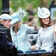 """La duchesse de Cornouailles, Camilla Parker Bowles, la duchesse de Cambridge, Kate Middleton, et le prince Harry lors de la parade militaire """"Trooping the colour"""", à Londres, le 16 juin 2012"""