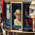 """La reine Elizabeth II lors de la parade militaire """"Trooping the colour"""", à Londres, le 16 juin 2012"""