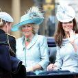 """La duchesse de Cornouailles, Camilla Parker Bowles et la duchesse de Cambridge, Kate Middleton lors de la parade militaire """"Trooping the colour"""", à Londres, le 16 juin 2012"""