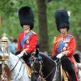 """Le prince Charles et le prince William lors de la parade militaire """"Trooping the colour"""", à Londres, le 16 juin 2012"""