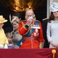 """La famille royale lors de la parade militaire """"Trooping the colour"""", à Londres, le 16 juin 2012"""