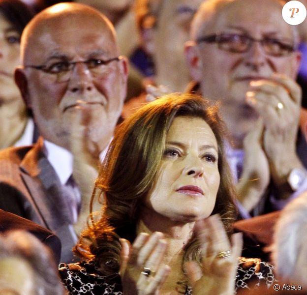 Valérie Trierweiler assiste aux retrouvailles de son compagnon François Hollande et de Ségolène Royal au meeting de Rennes, le 4 avril 2012.
