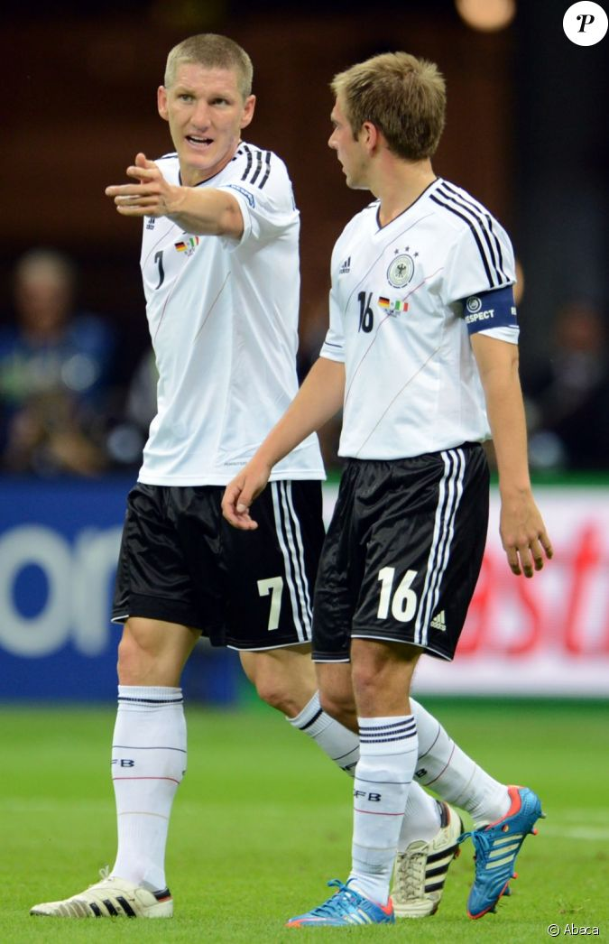 bastian schweinsteiger durant la demi finale de l 39 euro 2012 perdue par l 39 allemagne face l. Black Bedroom Furniture Sets. Home Design Ideas