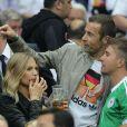 Sarah Brandner et le présentateur Kai Pflaume durant la demi-finale de l'Euro 2012 perdue par l'Allemagne face à l'Italie, le 28 juin 2012 à Varsovie, en Pologne