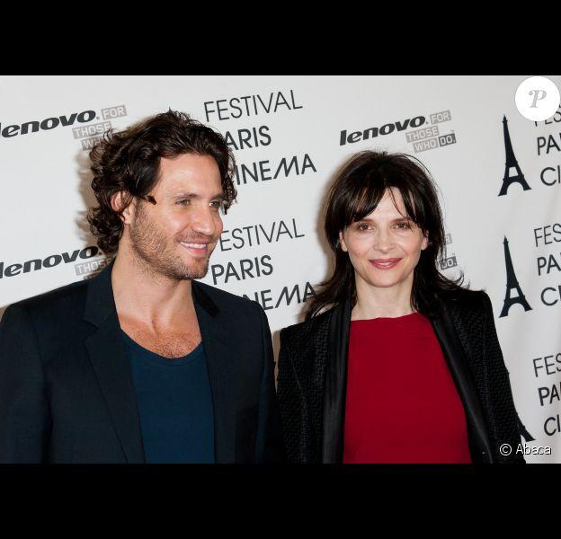 Edgar Ramirez et Juliette Binoche lors de l'avant-première du film A coeur ouvert durant le festival Paris Cinéma le 1er juillet 2012