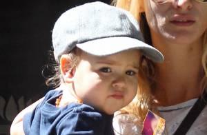 Miranda Kerr confie son fils Flynn à une bien jolie blonde