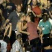 En plein concert, Chris Martin traverse la foule pour embrasser Gwyneth Paltrow