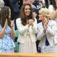 Kate Middleton et sa soeur Pippa étaient réunies à Wimbledon pour encourager depuis la loge royale Andy Murray en finale du tournoi londonien, dimanche 8 juillet 2012. Malgré l'Andymania de toute la nation et des people, l'Ecossais s'est incliné face à Roger Federer, victorieux pour la 7e fois à Wimbledon.