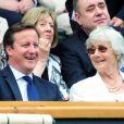 Le Premier ministre britannique David Cameron et sa mère Mary à Wimbledon le 8 juillet 2012 pour la finale opposant Andy Murray à Roger Federer.