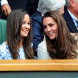 Kate Middleton et Pippa Middleton étaient ensemble à Wimbledon pour encourager depuis la loge royale Andy Murray en finale du tournoi londonien, dimanche 8 juillet 2012. Malgré l'Andymania de toute la nation et des people, l'Ecossais s'est incliné face à Roger Federer, victorieux pour la 7e fois à Wimbledon.