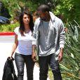 Très proches mais discrets, Kanye West et Kim Kardashian font du shopping à Woodlands Hills le 9 juillet 2012
