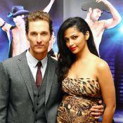 Camila Alves enceinte et sexy épaule son strip-teaseur de Matthew McConaughey