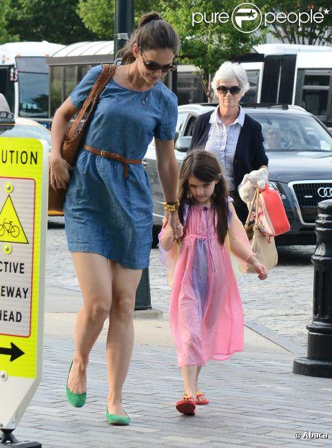 Katie Holmes et Suri Cruise, accompagnée de sa grand-mère, à New York le 10 juillet 2012
