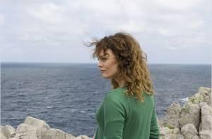 Cornouaille : Vanessa Paradis, les cheveux au vent et bouleversée