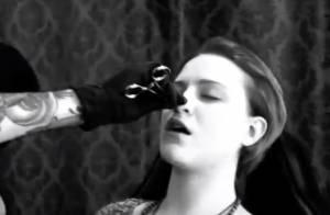 Evan Rachel Wood : En mauvaise posture devant ses fans, elle se fait piercer