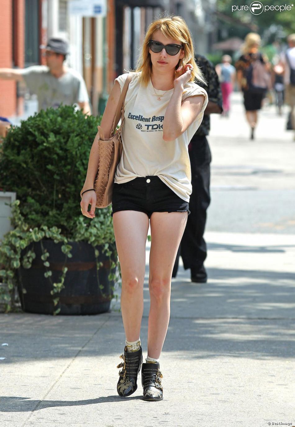 Emma Roberts ne jure plus que par le mini-short qu'elle ...