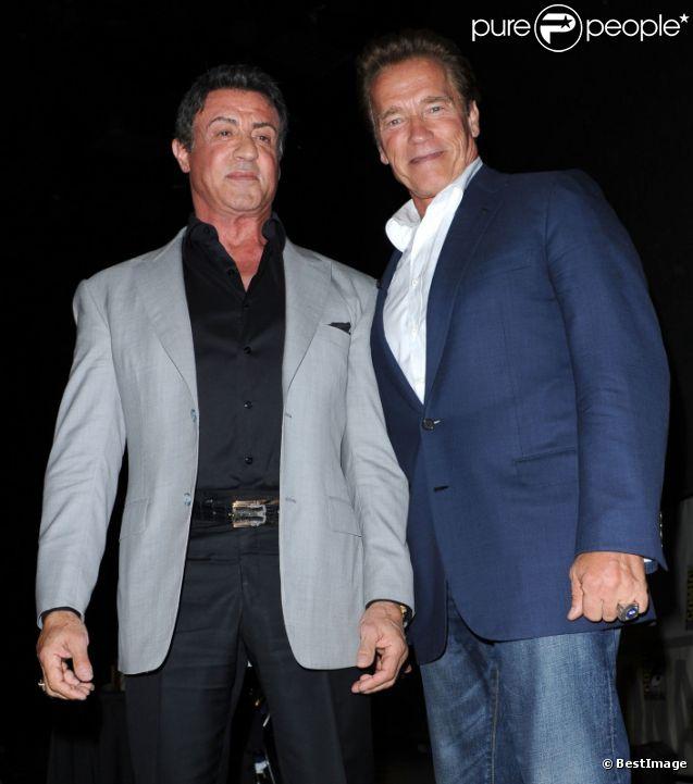 Sylvestern Stallone et Arnold Schwarzenegger lors de la présentation d' Expendables 2  au Comic Con de San Diego, le 12 juillet 2012.