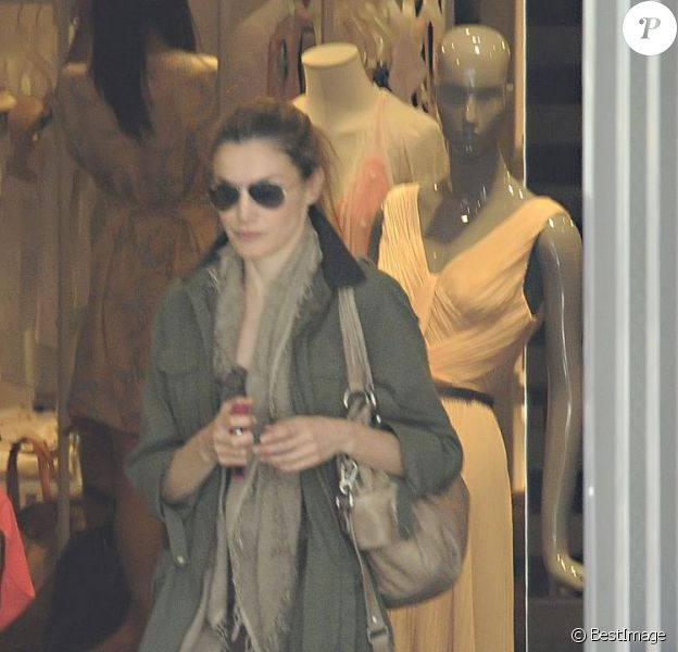 La princesse Letizia passe en mode incognito pour une virée shopping dans les rues de Madrid. Juin 2012