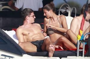 Mario Gomez : Sa sublime Silvia Meichel lui fait découvrir les charmes d'Ibiza