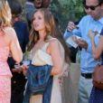 La ravissante Minka Kelly assiste au mariage d'Emily Current à Santa Barbara le 14 juillet 2012