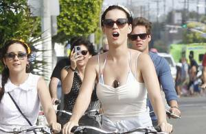 Katy Perry au naturel et à bicyclette... Quand la pop star tombe le masque