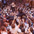 Akon s'offre un bain de foule au Gotha Club à Cannes. Le 14 juillet 2012.