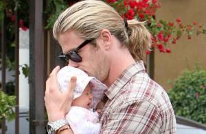 Chris Hemsworth pouponne sous les yeux de sa femme Elsa Pataky, ravie