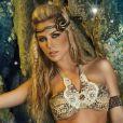 Lisa Posada se mue en sexy guerrière des mers pour Paradizia.