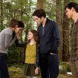 Kristen Stewart et Robert Pattinson dans  Twilight - chapitre 5 : Révélation (2ème partie)  avec Bella, Edward, leur fille Renesmée et leur ami Jacob