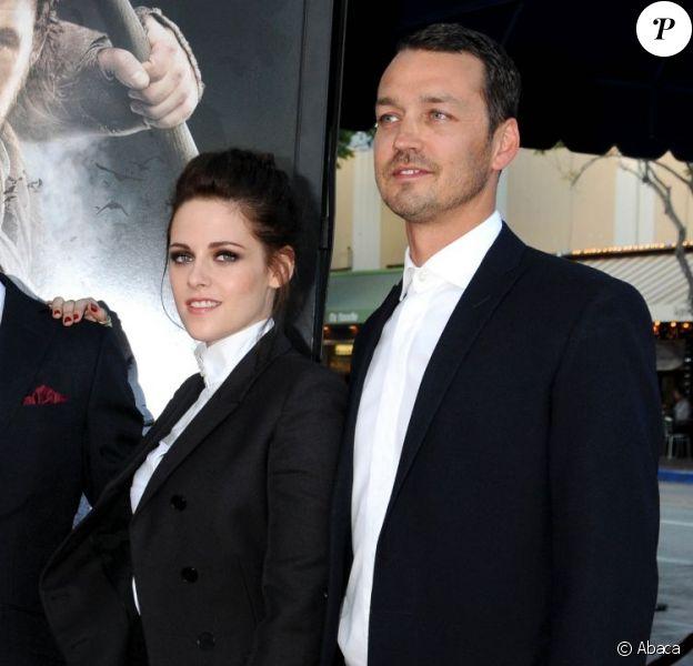 Kristen Stewart et Rupert Sanders ensemble lors de la présentation de Blanche-Neige et le Chasseur à Westwood le 29 mai 2012. Le 25 juillet 2012, leur liaison a été révélée, tous deux se répandant en excuses...