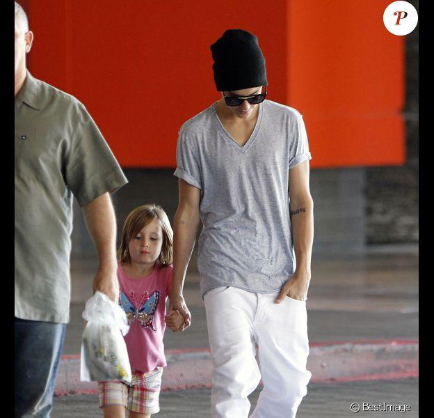 Justin Bieber va faire du shopping avec sa demi-soeur Jazmyn, alias Jazzy, le jeudi 26 juillet 2012 en Californie.