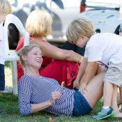 Julie Bowen de Modern Family : Pause câline avec ses adorables fils