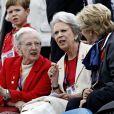 La princesse Benedikte de Danemark, entourée de ses soeurs la reine Margrethe II de Danemark et l'ancienne reine Anne-Marie de Grèce, et avec derrière elles le prince Frederik et le prince Christian, soutenait le 7 août 2012 à Greenwich Park sa fille la princesse Nathalie, en lice sur Digby dans le concours de dressage individuel et par équipes.