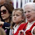 La princesse Mary, la princesse Isabella et la reine Margrethe II de Danemark à Greenwich Park le 7 août 2012 pour encourager la princesse Nathalie de Sayn-Wittgenstein-Berleburg, en compétition avec Digby dans le concours de dressage individuel et par équipes des Jeux olympiques.