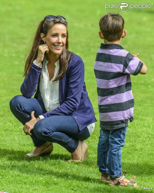 Le bonheur est dans le pré ! La princesse Marie en visite à Helsingor le 8 août 2012 lors des vacances de l'Association danoise de l'autisme, dont elle est la marraine.