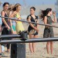 Tournage de la série 90210 sur la plage d'Huntington Beach à Los Angeles avec AnnaLynne McCord, Jessica Stroupe, Shenae Grimes et Jessica Lowndes