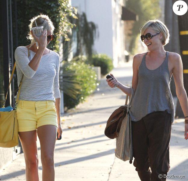 Cameron Diaz et Portia de Rossi : fous rires à la sortie du salon de coiffure Benjamin à West Hollywood le 9 août 2012