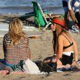 Lindsay Lohan discute avec une amie à Malibu, Los Angeles, le 12 août 2012