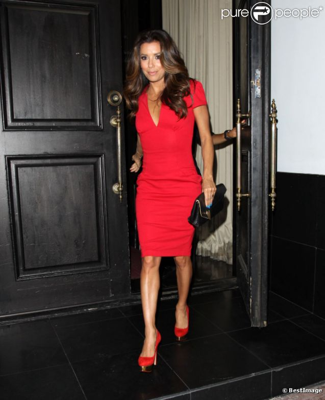 Eva Longoria sort de son restaurant le Beso à Hollywood, le 14 août 2012
