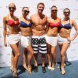 Ryan Lochte, médaillé d'or olympique à Londres le 18 août 2012 au Palazzo de Las Vegas lors d'une fête dans une piscine du célèbre resort entouré de créatures de rèves